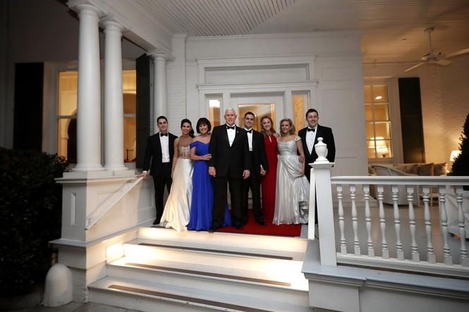 'Choáng ngợp' kiến trúc dinh thự dành riêng cho Phó Tổng thống Mỹ - ảnh 14