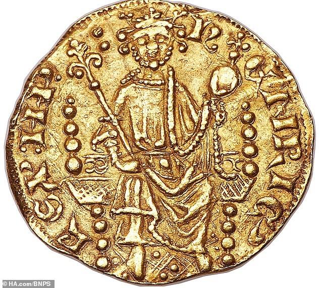 Đồng xu vàng gần 800 tuổi có giá khoảng 17 tỷ đồng - ảnh 1