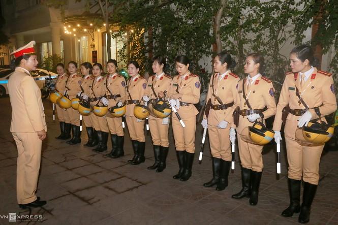20 'bóng hồng' cảnh sát giao thông dẫn đoàn đại biểu dự Đại hội Đảng - ảnh 1