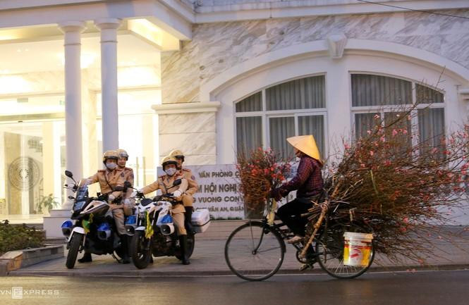 20 'bóng hồng' cảnh sát giao thông dẫn đoàn đại biểu dự Đại hội Đảng - ảnh 4