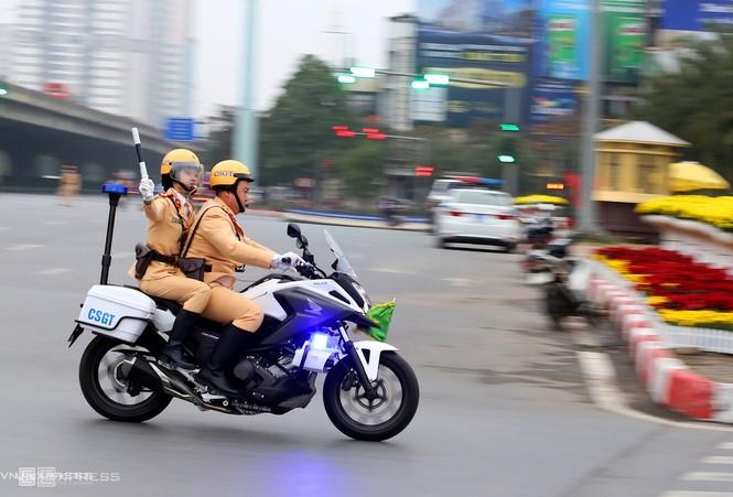 20 'bóng hồng' cảnh sát giao thông dẫn đoàn đại biểu dự Đại hội Đảng - ảnh 6