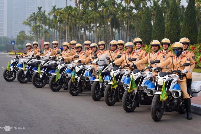 20 'bóng hồng' cảnh sát giao thông dẫn đoàn đại biểu dự Đại hội Đảng - ảnh 7