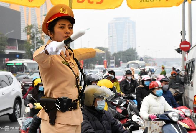 20 'bóng hồng' cảnh sát giao thông dẫn đoàn đại biểu dự Đại hội Đảng - ảnh 9