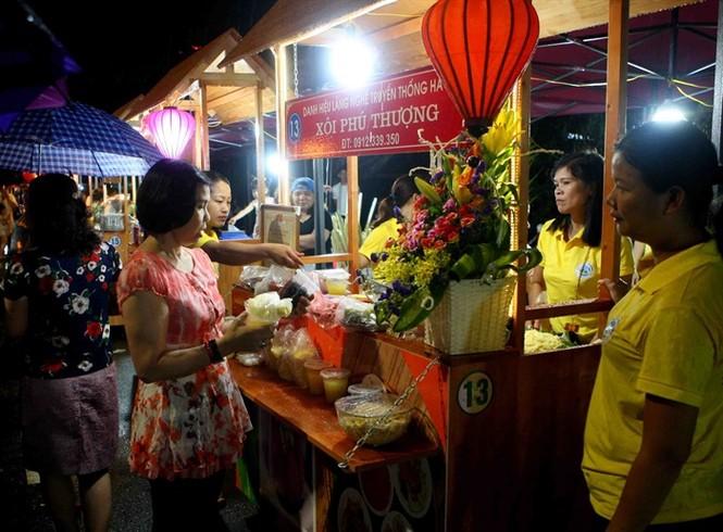 Khám phá 15 gian hàng ẩm thực tại phố đi bộ mới của Hà Nội - ảnh 3
