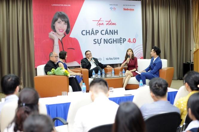 TS Alok Bharadwaj - cựu Phó Chủ tịch cao cấp phụ trách chiến lược của Canon Châu Á trong buổi tọa đàm chia sẻ với các sinh viên Việt Nam do Langmaster tổ chức.