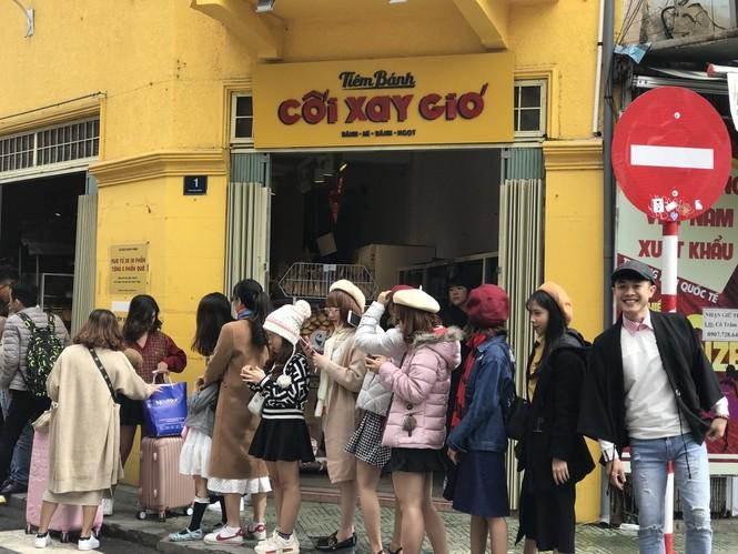 Giới trẻ xếp hàng dài chờ check-in chụp ảnh, Đà Lạt