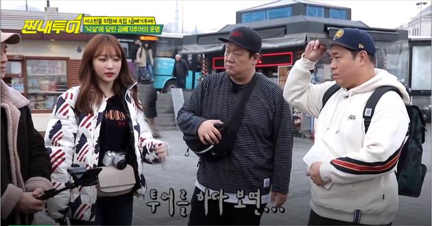 Trong phần này, Jung Joon Young vốn đứng giữa Hani và Yoon Min Sang, nhưng bây giờ đã bị chèn hậu cảnh phía sau vào rồi.
