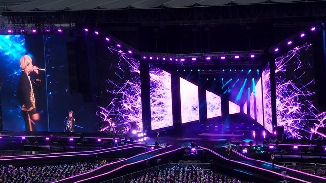 Theo chân BTS đi tour, vất vả cực nhiều nhưng hạnh phúc cũng chẳng hề ít - ảnh 1