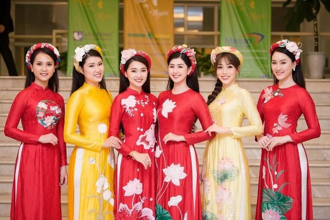 Á hậu Phương Nga tham gia trình diễn BST áo dài của Hoa hậu Ngọc Hân - ảnh 1