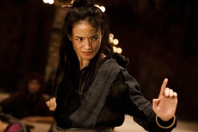 Thư Kỳ cũng có thể đánh đấm ra trò trong những bộ phim yêu cầu võ thuật.