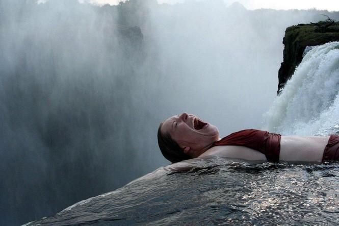 Bể bơi của Quỷ dữ trên đỉnh thác nước nguy hiểm nhất thế giới - ảnh 4