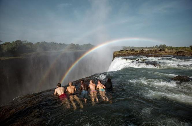 Bể bơi của Quỷ dữ trên đỉnh thác nước nguy hiểm nhất thế giới - ảnh 5