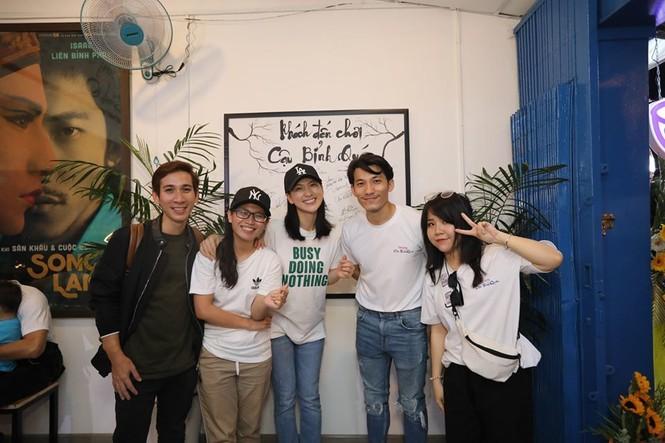 S.T Sơn Thạch, Song Luân, Masew đến chúc mừng Liên Bỉnh Phát lên chức ông chủ - ảnh 2