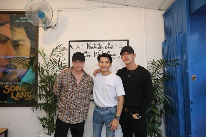 S.T Sơn Thạch, Song Luân, Masew đến chúc mừng Liên Bỉnh Phát lên chức ông chủ - ảnh 1