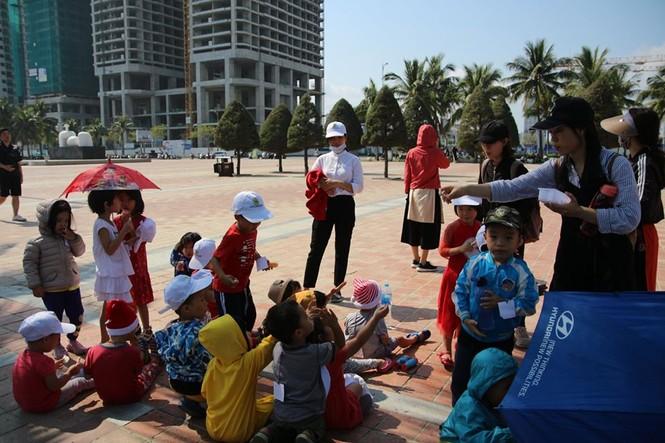 Các bạn trẻ Đà Nẵng thích thú ngắm nhật thực không-thể-bỏ-lỡ của thập kỷ 2010s - ảnh 5