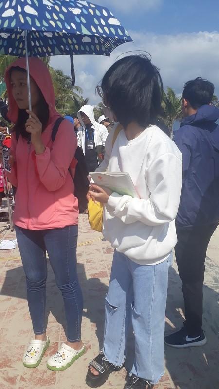 Các bạn trẻ Đà Nẵng thích thú ngắm nhật thực không-thể-bỏ-lỡ của thập kỷ 2010s - ảnh 8