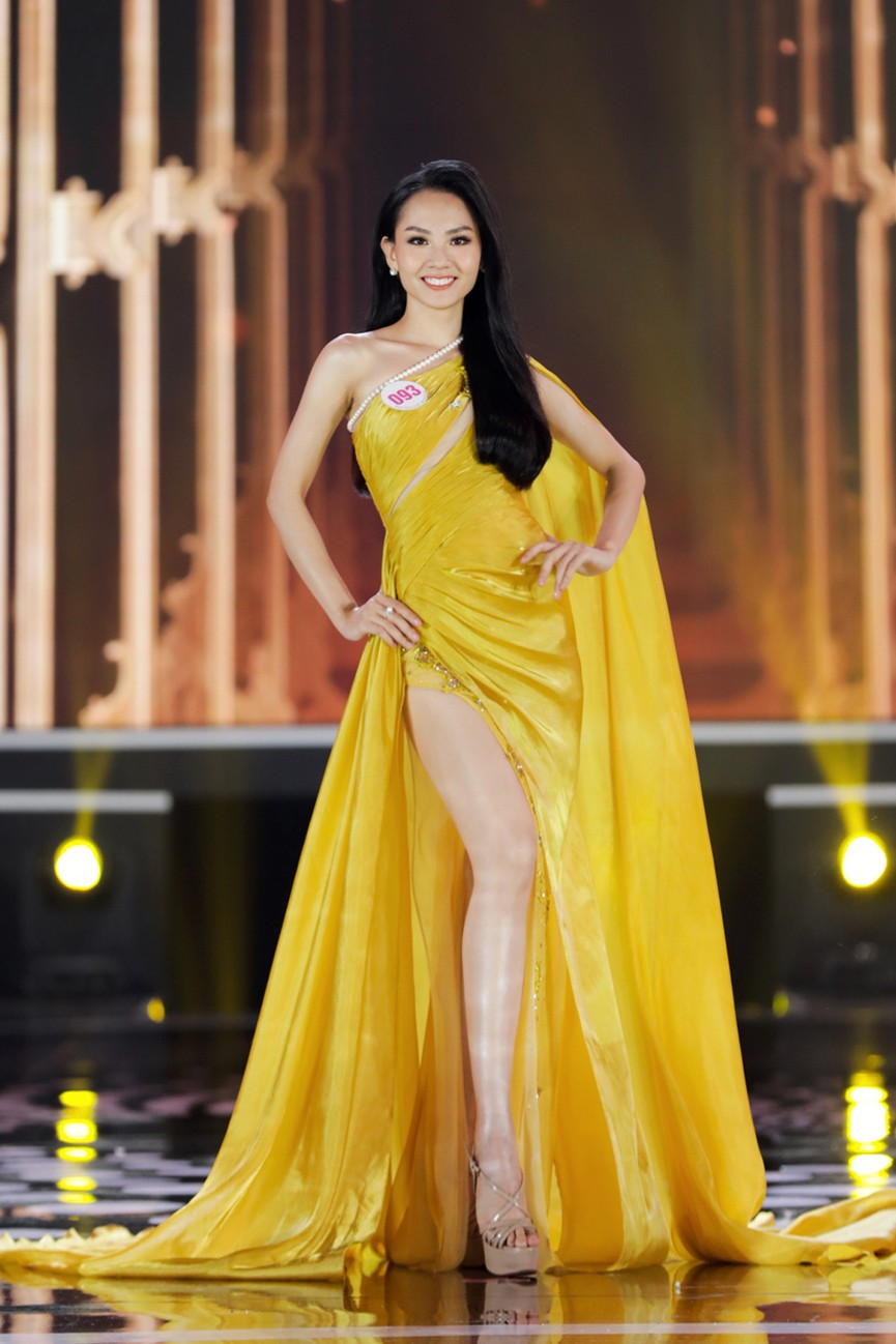 Top 15 Hoa hậu Việt Nam 2020 quyến rũ với váy xẻ cao, khoe chân thon dài - ảnh 11