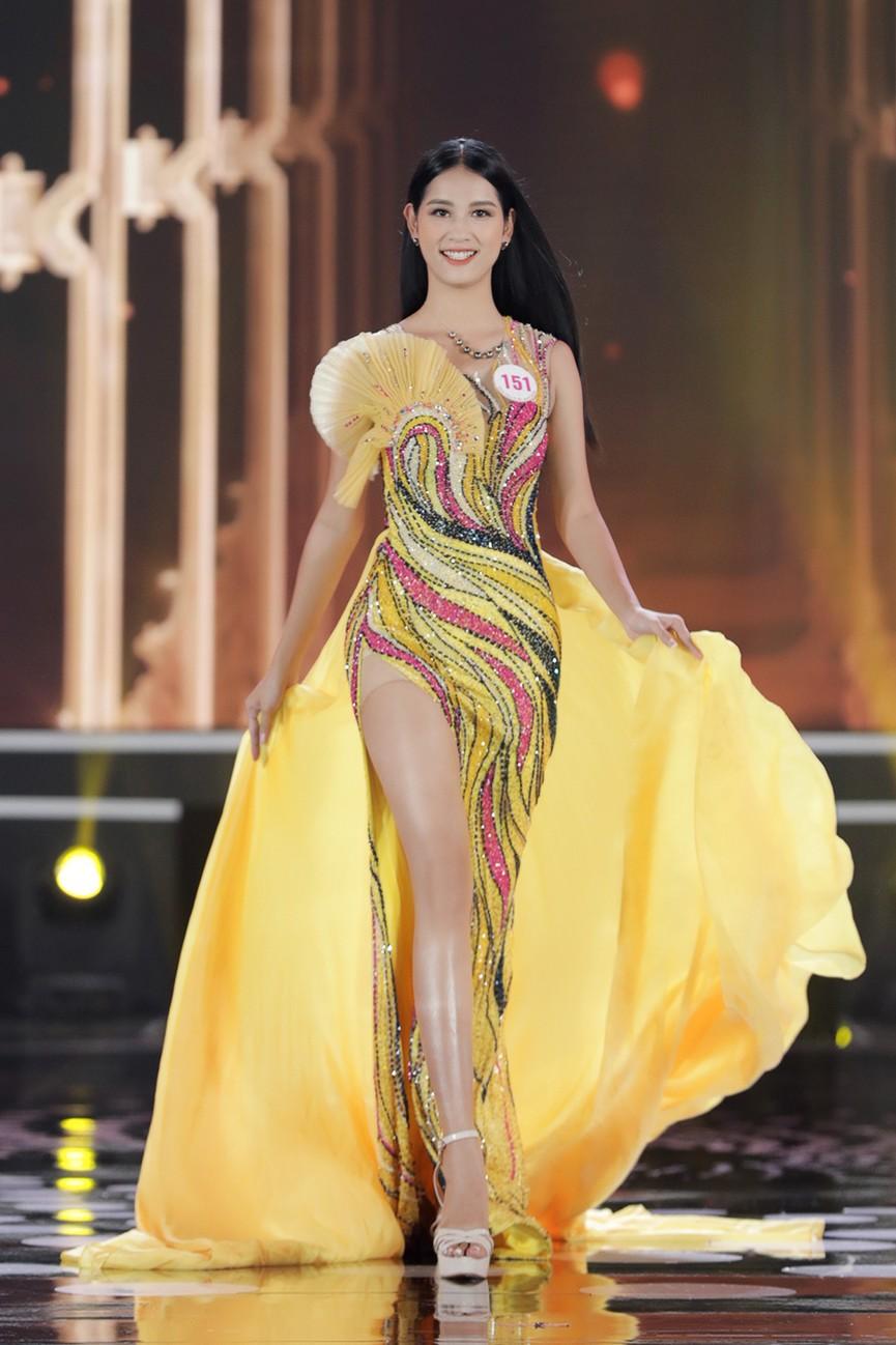 Top 15 Hoa hậu Việt Nam 2020 quyến rũ với váy xẻ cao, khoe chân thon dài - ảnh 14