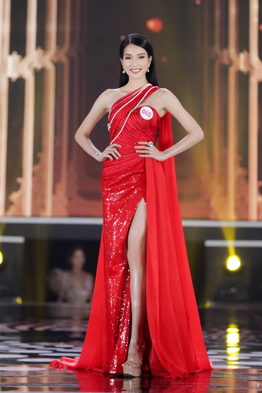 Top 15 Hoa hậu Việt Nam 2020 quyến rũ với váy xẻ cao, khoe chân thon dài - ảnh 15