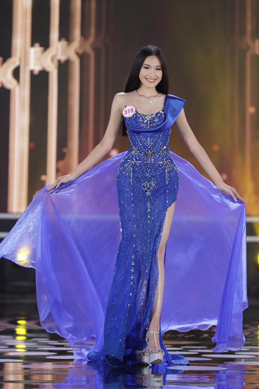 Top 15 Hoa hậu Việt Nam 2020 quyến rũ với váy xẻ cao, khoe chân thon dài - ảnh 2