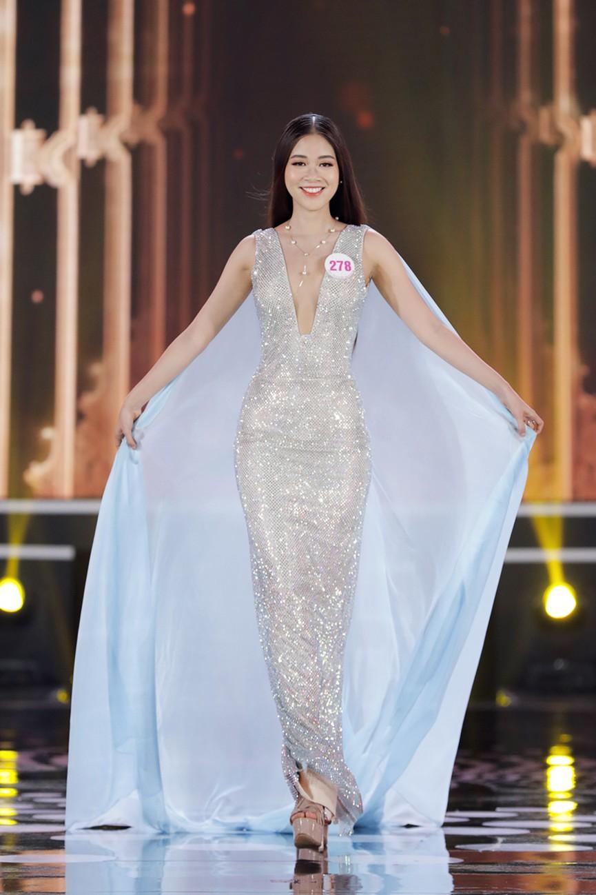 Top 15 Hoa hậu Việt Nam 2020 quyến rũ với váy xẻ cao, khoe chân thon dài - ảnh 6
