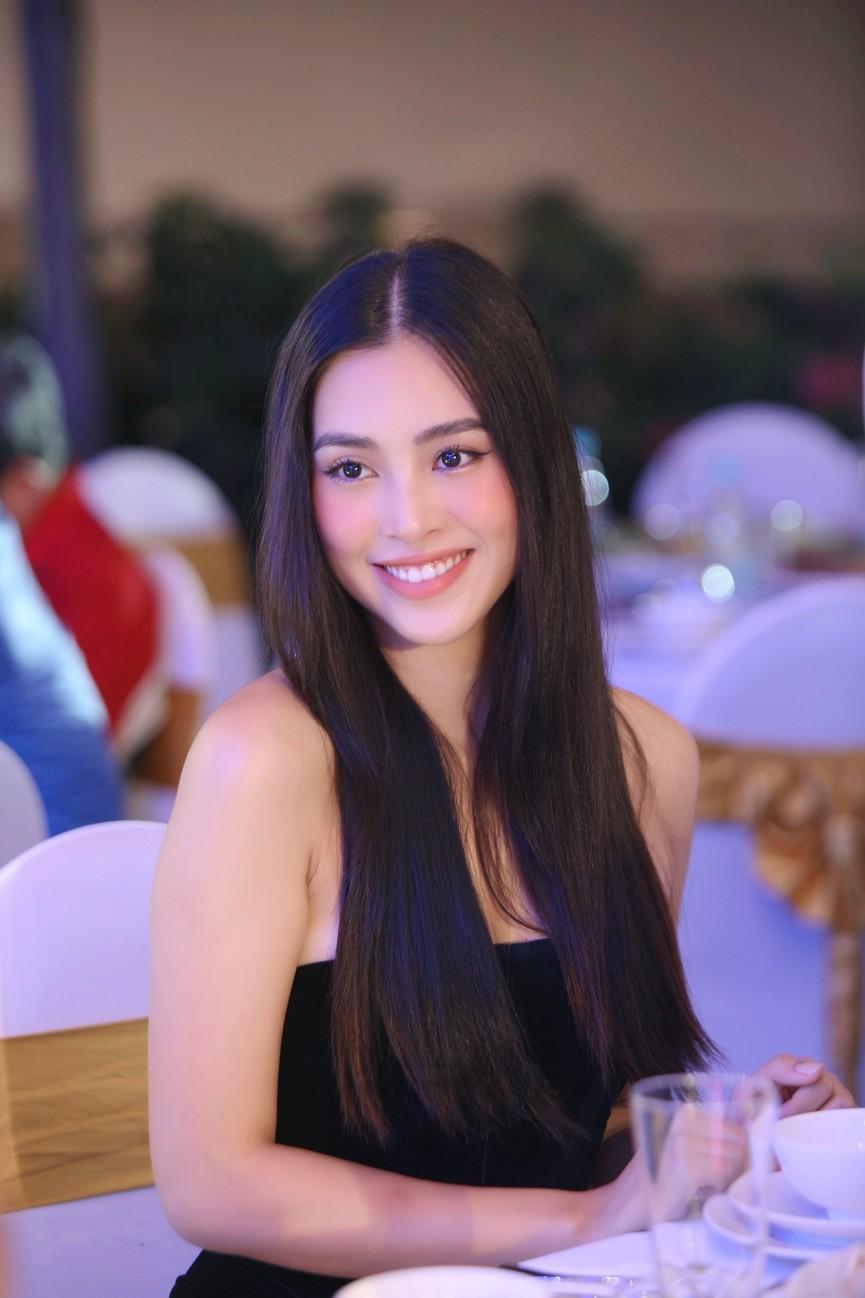 Dàn Hoa hậu, Á hậu gợi cảm tại đêm gala trao giải Tiền Phong Championship 2020 - ảnh 1