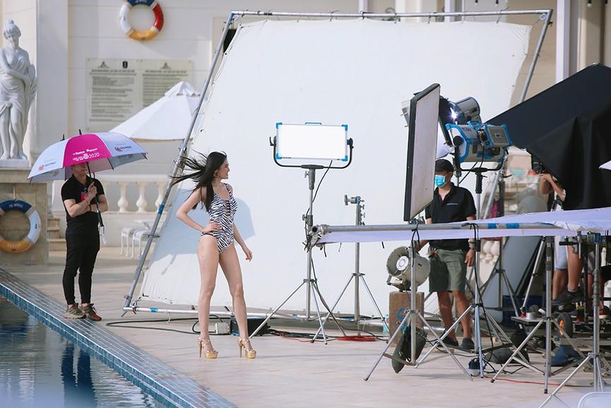 Hé lộ hậu trường chụp bikini nóng bỏng của dàn thí sinh HHVN 2020  - ảnh 8
