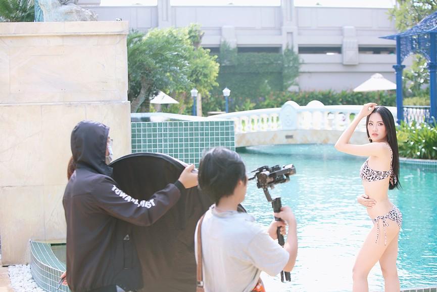 Hé lộ hậu trường chụp bikini nóng bỏng của dàn thí sinh HHVN 2020  - ảnh 9