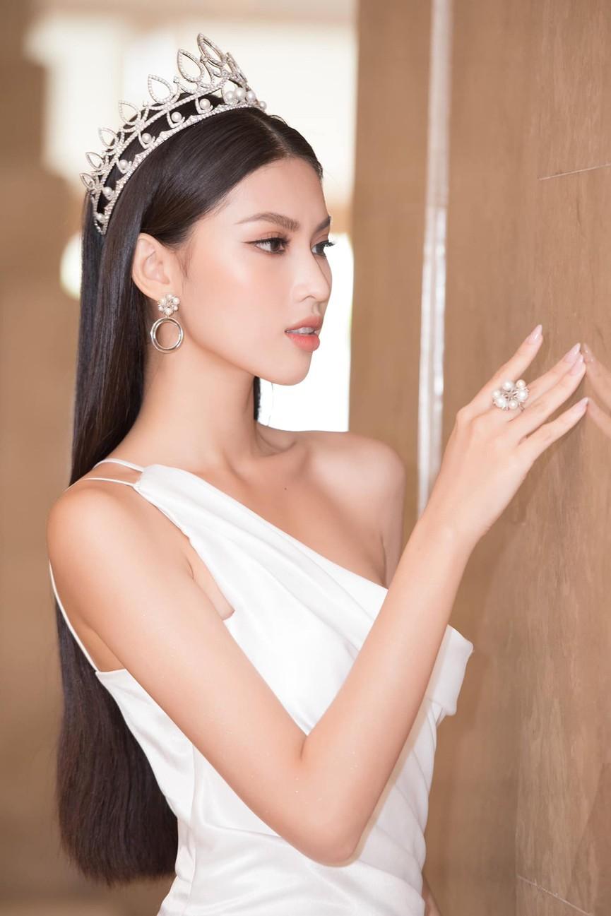 Đỗ Thị Hà, Phương Anh, Ngọc Thảo diện váy xẻ cao khoe vẻ quyến rũ sau đêm đăng quang - ảnh 6