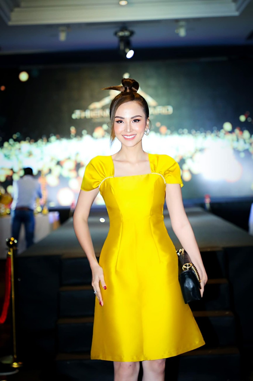 Hoa hậu Tiểu Vy diện bikini khoe đường cong nóng bỏng khiến fans 'phát sốt' - ảnh 4