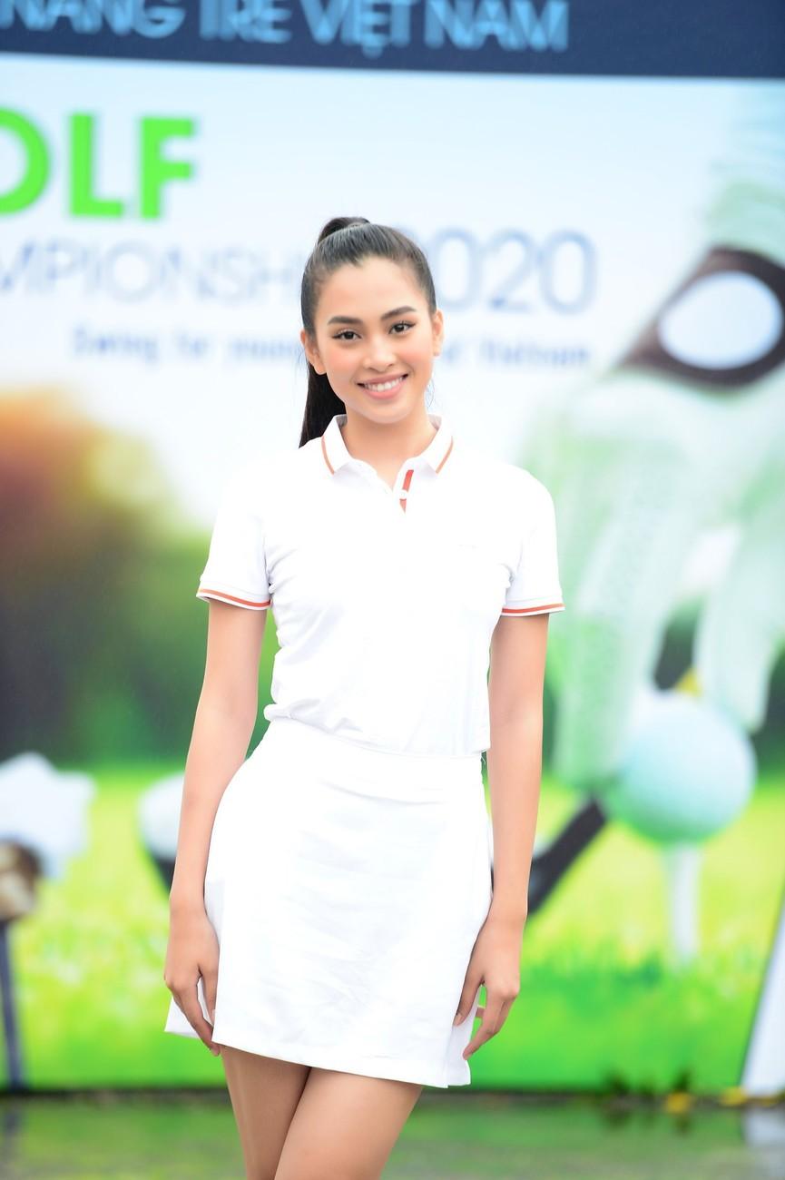Tiểu Vy và dàn người đẹp Hoa hậu Việt Nam đẹp rạng rỡ trên sân golf  - ảnh 1