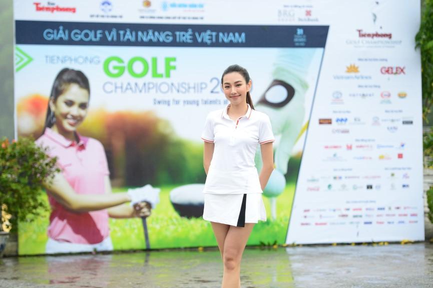 Tiểu Vy và dàn người đẹp Hoa hậu Việt Nam đẹp rạng rỡ trên sân golf  - ảnh 5