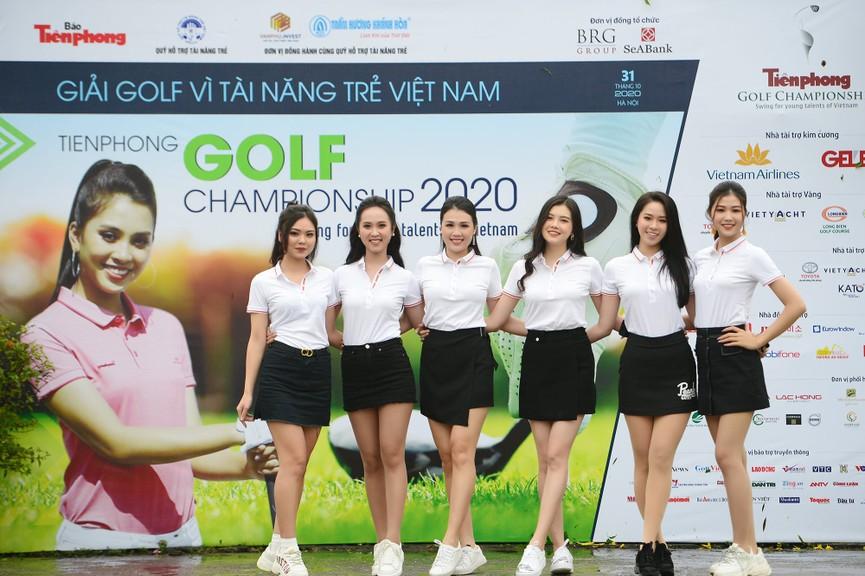 Tiểu Vy và dàn người đẹp Hoa hậu Việt Nam đẹp rạng rỡ trên sân golf  - ảnh 15