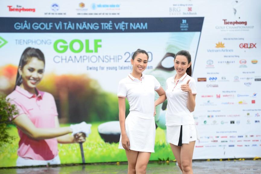 Tiểu Vy và dàn người đẹp Hoa hậu Việt Nam đẹp rạng rỡ trên sân golf  - ảnh 10