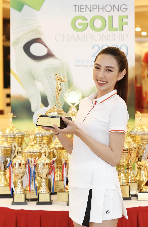 Tiểu Vy và dàn người đẹp Hoa hậu Việt Nam đẹp rạng rỡ trên sân golf  - ảnh 13