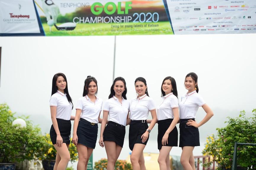 Tiểu Vy và dàn người đẹp Hoa hậu Việt Nam đẹp rạng rỡ trên sân golf  - ảnh 16