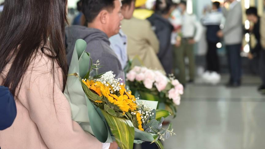 Người dân xứ Thanh chào đón Hoa hậu Đỗ Thị Hà lần đầu trở về sau đăng quang - ảnh 9