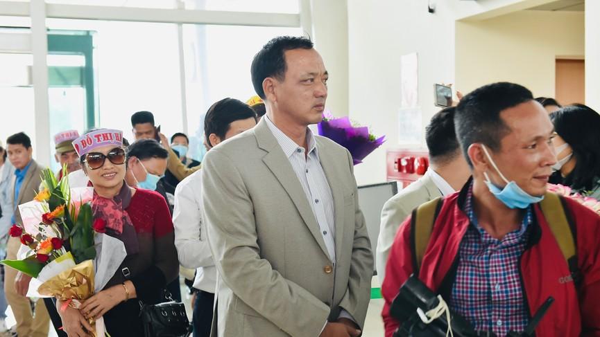 Người dân xứ Thanh chào đón Hoa hậu Đỗ Thị Hà lần đầu trở về sau đăng quang - ảnh 5