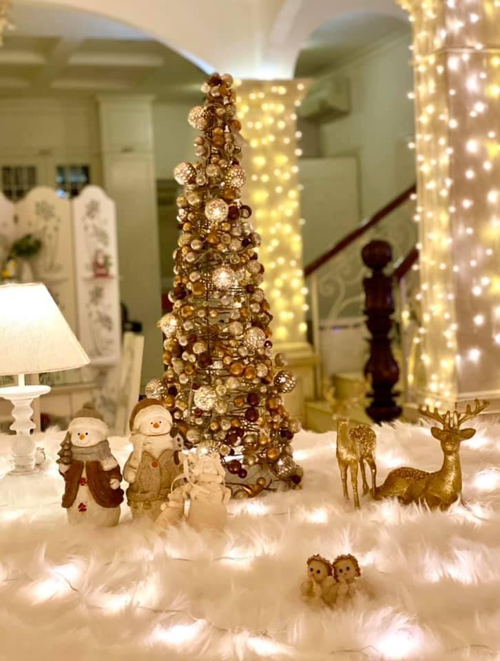 Siêu mẫu Thúy Hạnh trang hoàng biệt thự triệu đô đón Giáng sinh  - ảnh 7
