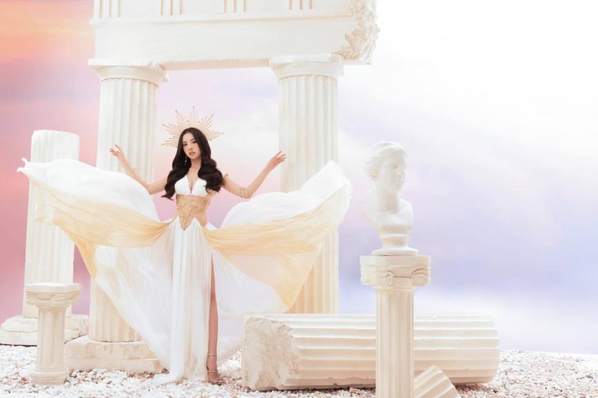 Á hậu Thúy An diện áo tắm xẻ hông cao cực gợi cảm - ảnh 4