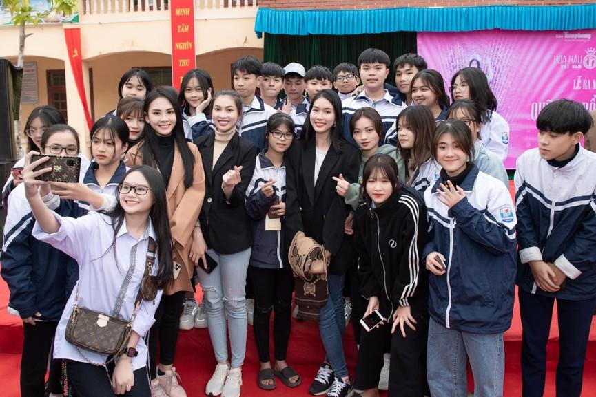 Người đẹp Nhân ái Huỳnh Nguyễn Mai Phương ấn tượng về chuyến thiện nguyện ở quê Hoa hậu Đỗ Thị Hà  - ảnh 5
