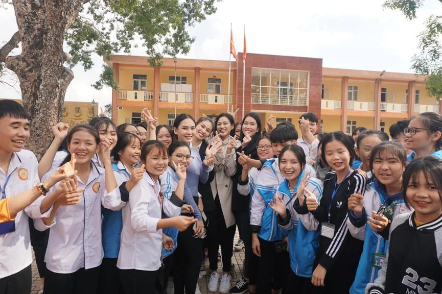 Người đẹp Nhân ái Huỳnh Nguyễn Mai Phương ấn tượng về chuyến thiện nguyện ở quê Hoa hậu Đỗ Thị Hà  - ảnh 3