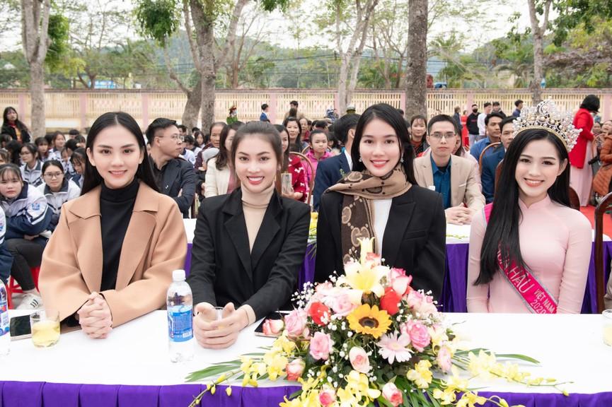 Người đẹp Nhân ái Huỳnh Nguyễn Mai Phương ấn tượng về chuyến thiện nguyện ở quê Hoa hậu Đỗ Thị Hà  - ảnh 6
