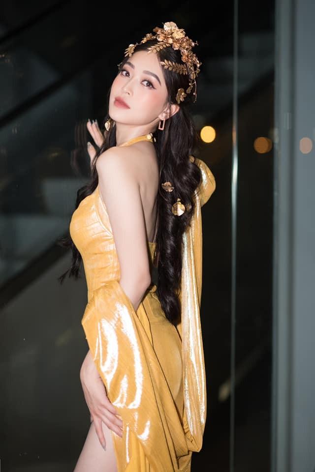 Á hậu Phương Nga diện đầm vàng hóa nữ thần kiêu sa - ảnh 4