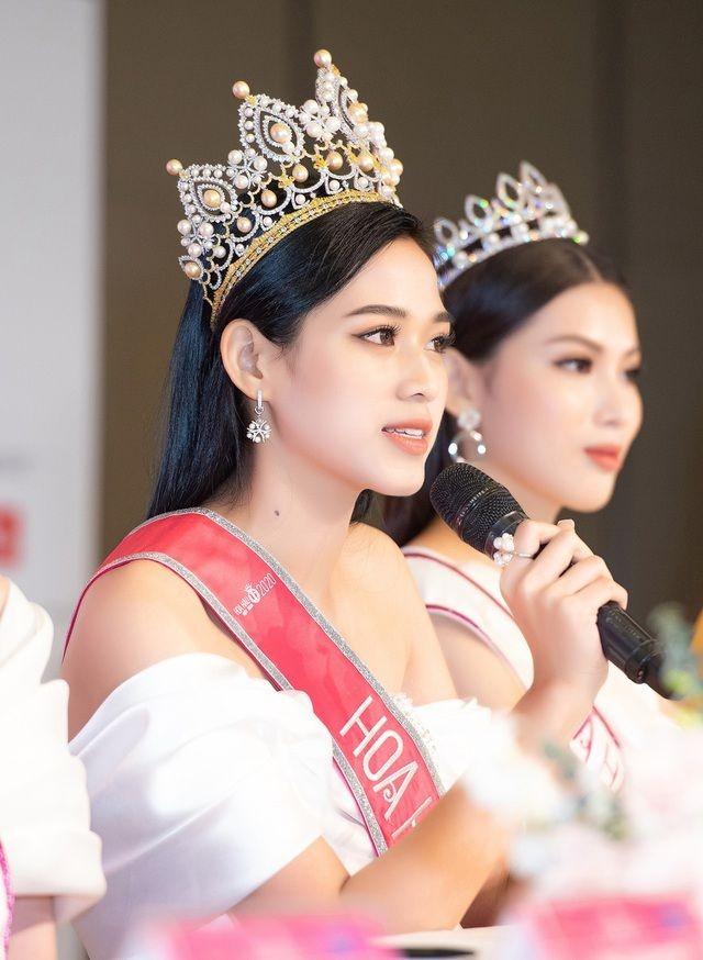 Không chỉ màu đỏ, Hoa hậu Đỗ Thị Hà còn chinh phục sắc trắng đẹp nao lòng - ảnh 3