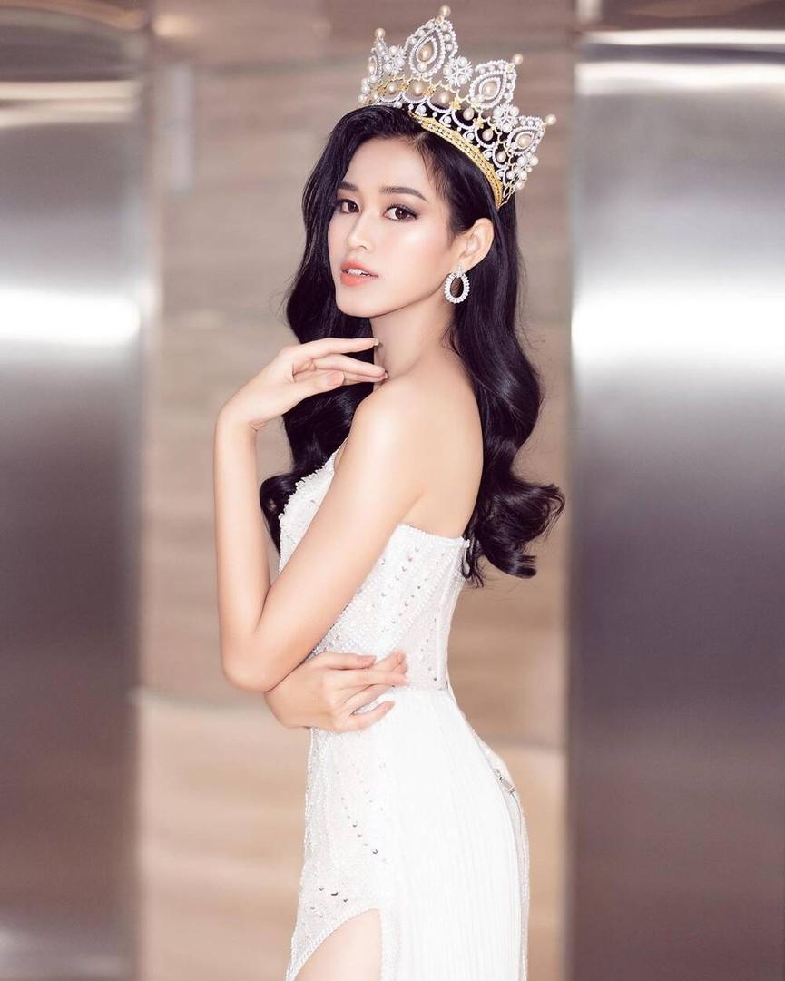 Không chỉ màu đỏ, Hoa hậu Đỗ Thị Hà còn chinh phục sắc trắng đẹp nao lòng - ảnh 4