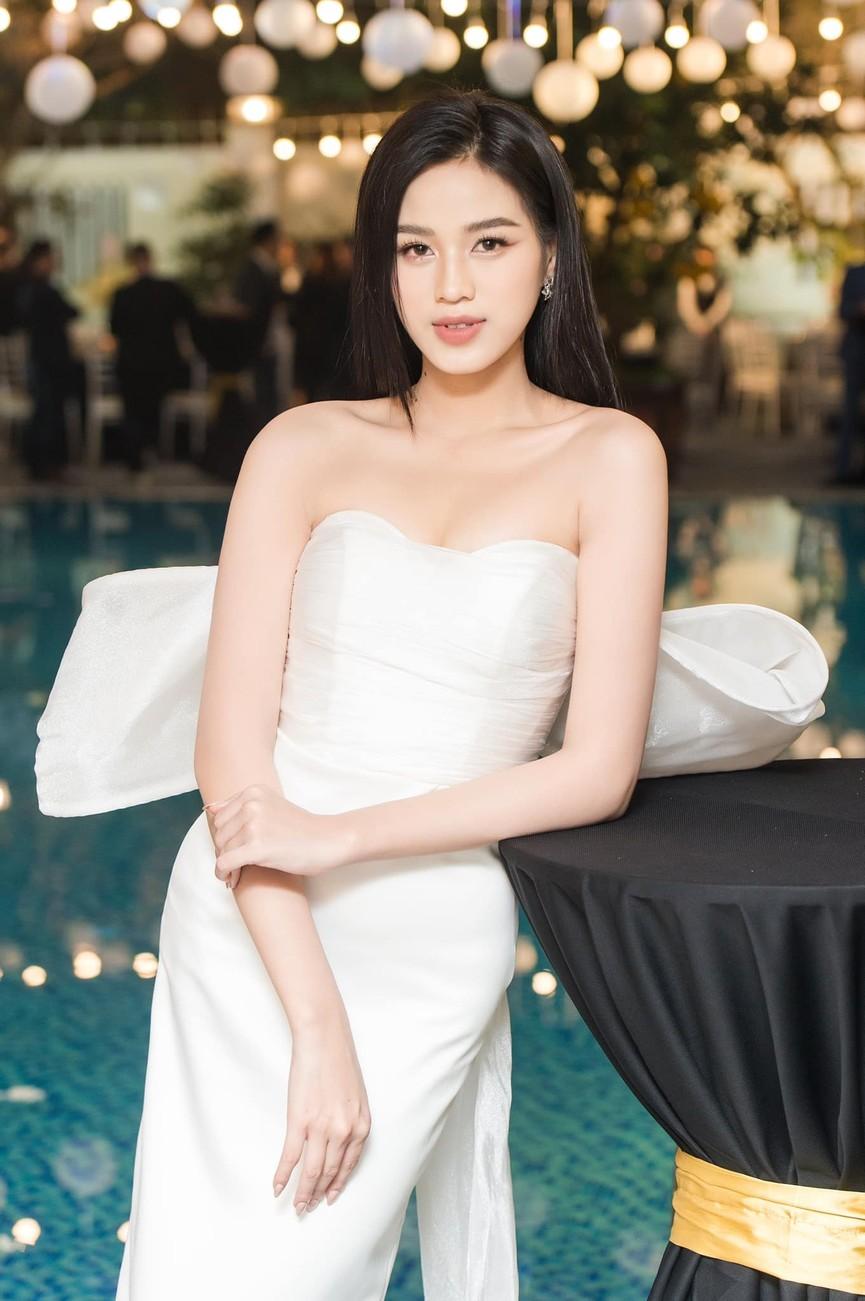 Không chỉ màu đỏ, Hoa hậu Đỗ Thị Hà còn chinh phục sắc trắng đẹp nao lòng - ảnh 7