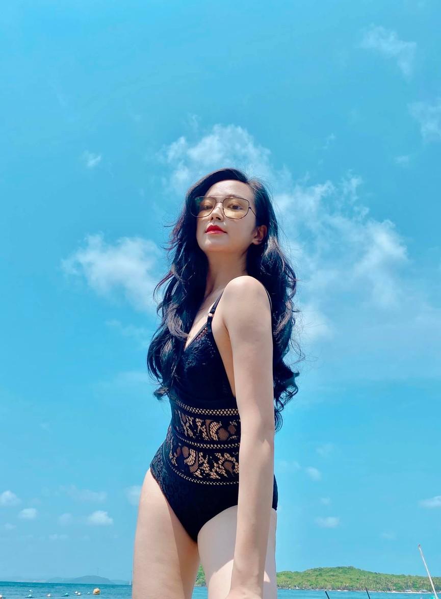 Kim Oanh sinh năm 1993, quê tại Quảng Trị. Cô bắt đầu lên Hà Nội khi theo học Đại học Sân khấu - Điện ảnh. Theo lời của nữ diễn viên, cô là thủ khoa đầu vào của trường.