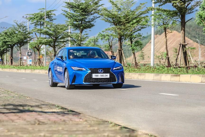 Hành trình chinh phục đèo Hải Vân cùng Lexus IS - ảnh 6