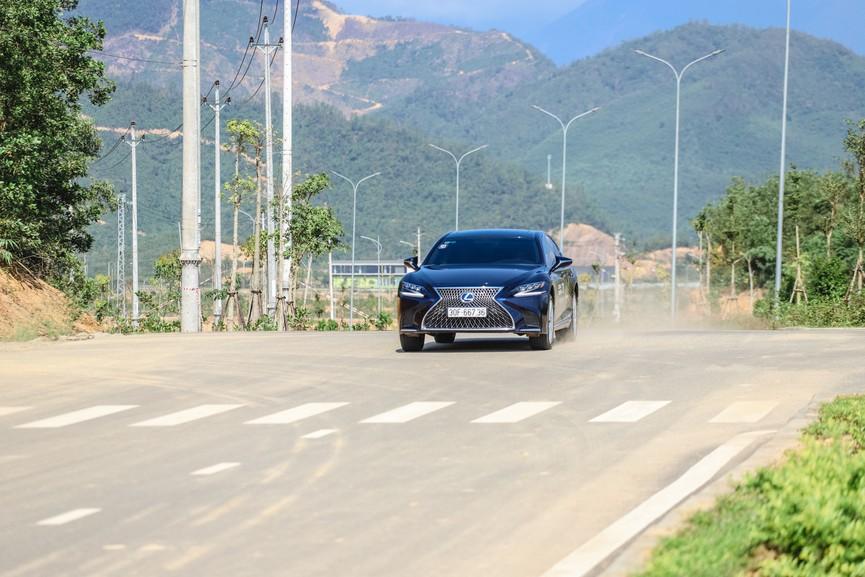 Hành trình chinh phục đèo Hải Vân cùng Lexus IS - ảnh 5